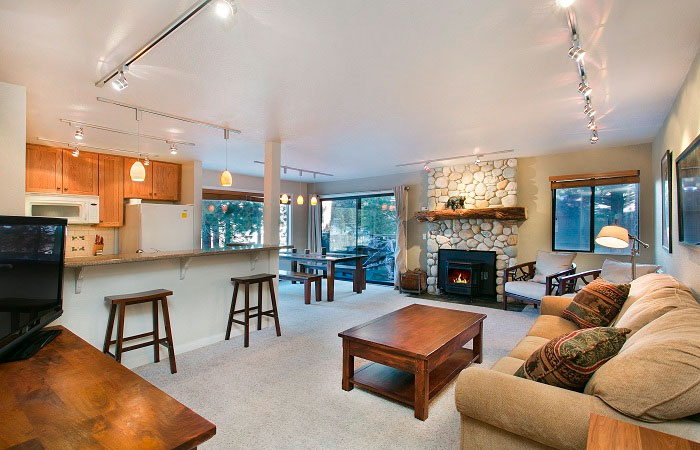 Discovery 4 vacation rentals lodging reservations pet for Mammoth mountain cabins pet friendly